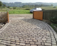 NATURAL COBBLES COMPLIMENT COUNTRY HOUSE