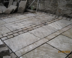 RECLAIMED STABLE NATURAL STONE FLAGS AND COBBLES DARWIN