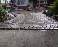 RECLAIMED YORKSTONE FLAGS WITH OLD RECLAIMED NATURAL COBBLE SETTS (10)