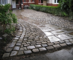 RECLAIMED YORKSTONE FLAGS WITH OLD RECLAIMED NATURAL COBBLE SETTS (14)