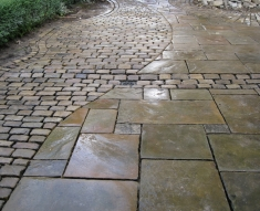 RECLAIMED YORKSTONE FLAGS WITH OLD RECLAIMED NATURAL COBBLE SETTS (17)