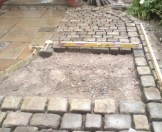 RECLAIMED YORKSTONE FLAGS WITH OLD RECLAIMED NATURAL COBBLE SETTS (3)