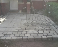 RECLAIMED YORKSTONE FLAGS WITH OLD RECLAIMED NATURAL COBBLE SETTS (4)
