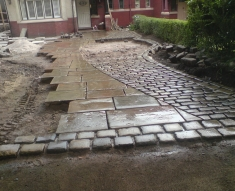 RECLAIMED YORKSTONE FLAGS WITH OLD RECLAIMED NATURAL COBBLE SETTS (8)