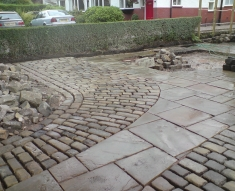 RECLAIMED YORKSTONE FLAGS WITH OLD RECLAIMED NATURAL COBBLE SETTS