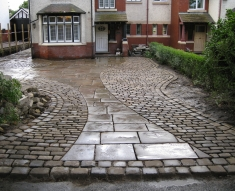 RECLAIMED YORKSTONE FLAGS WITH OLD RECLAIMED NATURAL COBBLE SETTS (15)