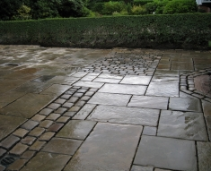 RECLAIMED YORKSTONE FLAGS WITH OLD RECLAIMED NATURAL COBBLE SETTS (18)