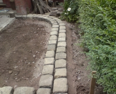 RECLAIMED YORKSTONE FLAGS WITH OLD RECLAIMED NATURAL COBBLE SETTS (2)