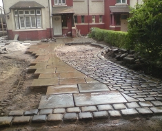 RECLAIMED YORKSTONE FLAGS WITH OLD RECLAIMED NATURAL COBBLE SETTS (9)