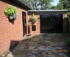 DISABLED ACCESS FRIENDLY DRIVEWAY WITH YORKSTONE COBBLES AND FLAGS